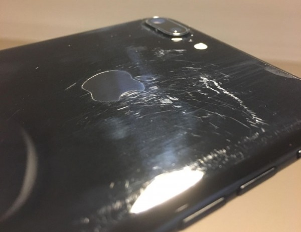 фотографии поцарапанных iPhone 7