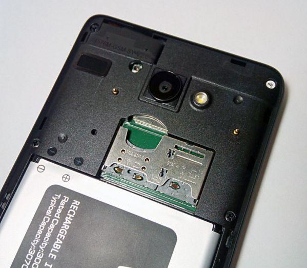 съемный аккумулятор и три раздельных слота – miniSIM, microSIM и microSD