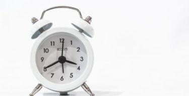 сменить мелодию будильника